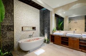 Villa Sophia Legian, Bali - Bathroom one