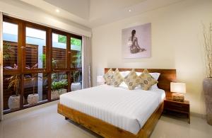 Villa Sophia Legian, Bali - Bedroom two lighting